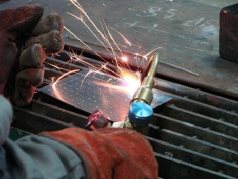 Equipo de trabajo en una soldadura por combustión autógena