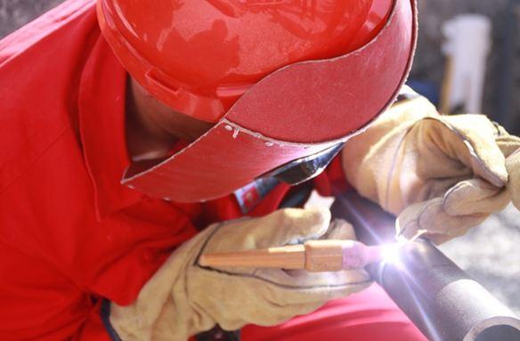 Descubre los materiales que te ayudarán a prevenir riesgos derivados de los trabajos de soldadura